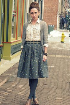 Skirt and sweater for fall modest fashion, modest outfits, pattern skirt, a Looks Street Style, Looks Style, My Style, Mode Outfits, Fall Outfits, Casual Outfits, Summer Outfits, Fashion Moda, Womens Fashion