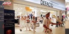 DeFacto yurtdışı mağaza sayısını 103e çıkaracak: DeFacto yıl sonuna kadar Irak Mısır Fas ve Suudi Arabistan başta olmak üzere Belarus Arnavutluk Gürcistan ve Kazakistanda 25 yeni mağaza açarak yurtdışı mağaza sayısını 103e toplam mağaza sayısını ise 400ün üzerine çıkarmayı planlıyor.