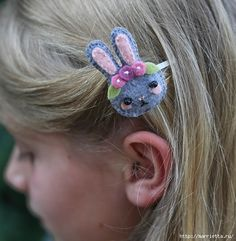 Hair Accessories Felt stuffie hairclip, instructions by Lia Griffiths - Make this set of adorable mini felt hair accessories using this simple pattern from handcrafted lifestyle expert Lia Griffith and her team. Felt Diy, Felt Crafts, Sewing For Kids, Diy For Kids, Felt Hair Accessories, Felt Hair Clips, Ribbon Sculpture, Felt Brooch, Felt Ornaments