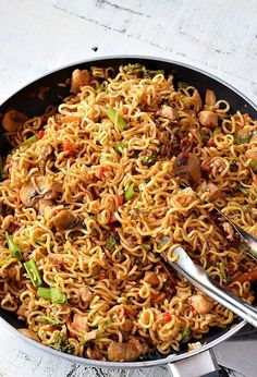 Try this homemade,best,easy Chicken Ramen noodle recipe which quick but healthy and delicious too. Fix lunches or dinners under 30 mins with this easy skillet chicken ramen stir fry which is going to be kids favorite too and that to under budget. Chicken Ramen Recipe, Skillet Chicken, Chicken Noodles, Baked Chicken, Keto Chicken, Rotisserie Chicken, Kids Chicken Recipes, Quick Easy Chicken Recipes, Best Chicken Dishes