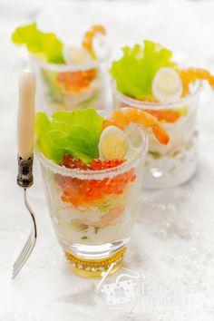 Салат с лососем, креветками и заправкой из сливочного сыра фото к рецепту 11