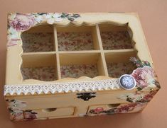 Shabby Chic Boxes, Paper Folding Crafts, Altered Cigar Boxes, Decoupage Tutorial, Arts And Crafts, Diy Crafts, Ideas Para Fiestas, Button Crafts, Easy Projects