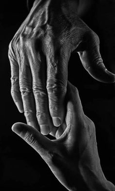 A fun image sharing community. Explore amazing art and photography and share your own visual inspiration! Hand Reference, Drawing Reference, Anatomy Reference, Pose Reference, Drawing Tips, Figure Drawing, Hand Fotografie, Photo Main, Arte Van Gogh