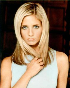 Sarah Michelle Gellar (Buffy).