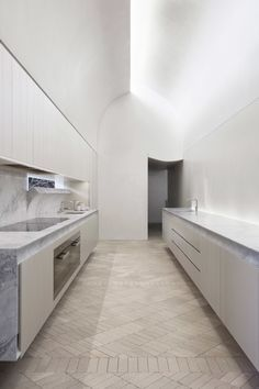 Indigo Slam is a minimal house located in Chippendale, Australia, designed by Smart Design Studio. Design Studio, Küchen Design, House Design, Design Elements, Design Trends, Smart Design, Kitchen Interior, Kitchen Decor, Kitchen Staging