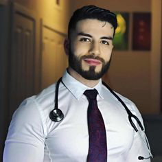 sᴇɢᴜɴᴅᴏ ᴀ ᴘᴇsǫᴜɪsᴀ, ᴀ ʙᴀʀʙᴀ ᴀᴛʀᴀɪ ᴄᴇʀᴛᴀ ᴅᴇ 10 ᴠᴇᴢᴇs ᴍᴀɪs ᴀ ᴀᴛᴇɴçᴀᴏ! Beautiful Men Faces, Gorgeous Men, Moustache, Hot Doctor, Male Doctor, Cowboys Men, Hot Hunks, Men In Uniform, Well Dressed Men