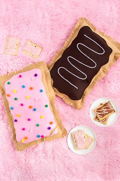9 summer DIY craft projects made just for teens Summer DIY crafts for teens: No-Sew Pop Tart Pillow by Aww Sam The post 9 summer DIY craft projects ma. Diy Craft Projects, Diy Crafts For Teens, Crafts To Make And Sell, Diy For Kids, Fun Crafts, Diy And Crafts, Sewing Projects, Diy Summer Projects, Cute Diys For Teens