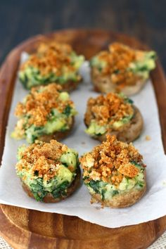 These mushrooms are stuffed with cream mashed potatoes and spinach and topped with breadcrumbs! Tasty and healthy vegan stuffed mushroom recipe.