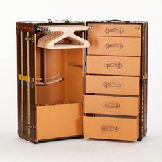 LOUIS VUITTON, koffert/resegarderob, sekelskiftet 1800/1900