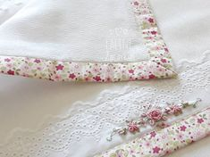 Ateliê Laline Zacarkim: Fralda boca bebê bordada a mão. Bullion Embroidery, Embroidery Stitches, Hand Embroidery, Baby Accessories, Baby Quilts, Floral Tie, Crochet Baby, Baby Kids, Diy And Crafts