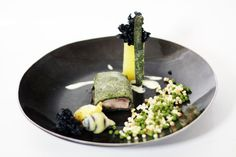 Philou - Un Cuisinier chez Vous -  Fliet mignon de marcassin - poire de terre au gros sel  http://www.uncuisinierchezvous.com/article-filet-mignon-de-marcassin-en-croute-d-herbes-et-poire-de-terre-vom-fass-122120293.html