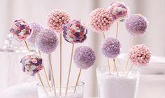 Prinzessinnen-Cakepops Rezept: Rosafarbene Lollipops aus Kuchen - kleine Sünden am Stiel. - Eines von unzähligen feinen und gelingsicheren Rezepten von Dr. Oetker!
