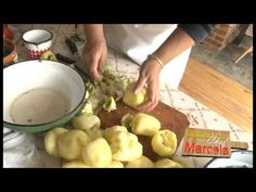 Ardei umpluţi cu sos de tarhon, sarmale în frunză de viţă de vie | Gătind cu Chef Marcela - YouTube Chefs, Romanian Food, Food Videos, Potatoes, Stuffed Peppers, Vegetables, Youtube, Life
