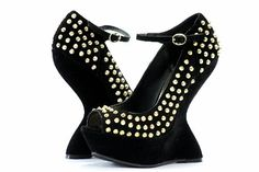 Add excellent flirt to your step, whether you're coming or going in the Gammblee pump from Steve Madden. The studded upper features an open toe. The cut out heel at the back of the ankle gives motion and sway. Invigorate your cocktail attire with this well-executed beauty.
