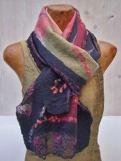 wollen vilten sjaal van RiViDesign.