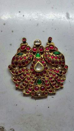 bridal jewelry for the radiant bride Antic Jewellery, Antique Jewellery Designs, India Jewelry, Temple Jewellery, Antique Jewelry, Real Gold Jewelry, Pearl Jewelry, Jewellery Sketches, Jewelry Patterns