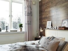 A cozy apartment in Stockholm  What a better way to brave a Swedish winter than to caulk at home in his well furnished 50m ²,  where wood, cushions, and soft colors make you forget the snow and cold outside?