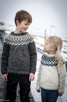 Ravelry: Kuldi Lopi Sweater pattern by Unnur Eva Arnarsdóttir Sweater Knitting Patterns, Knit Patterns, Roving Wool, Icelandic Sweaters, Aran Weight Yarn, Fair Isle Knitting, Paintbox Yarn, Red Heart Yarn, Yarn Brands