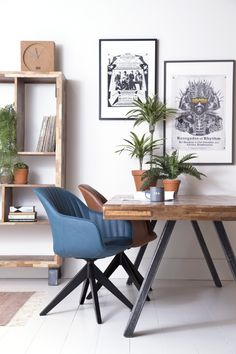 Stoere industriële eetkamerstoel met een comfortabele kunstleren zitting en een metalen onderstel!