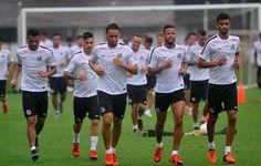 Santos apresenta novo uniforme ao elenco e monta plano para não vazar  http://futebolcomarte.wix.com/santos-futebol-arte