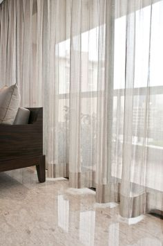 The distinctive shape of S-Fold curtains,The distinctive shape of S-Fold curtains Curtain monitor or curtain rod? The most frequent types of fastening for curtains are rods and rails. Curtains For Bifold Doors, Home Curtains, Curtains Living, Curtains With Blinds, Sheer Curtains, Home Room Design, House Design, Beautiful Curtains, Window Coverings