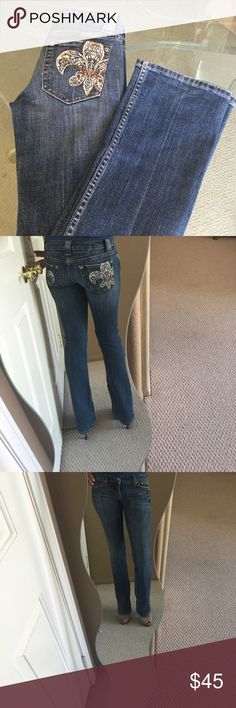 ✨Miss Me Boot Cut Denim Jeans✨ Super cute and comfortable classic Miss Me jeans! Boot cut flare at bottom, pretty denim blue wash, embellished pockets with a bit of sparkle, zip up fly, signature Miss Me buttons. A bit of stretch so they are flattering and have a nice fit to them. Awesome pair of jeans in fantastic condition! ❤️ Miss Me Jeans Boot Cut
