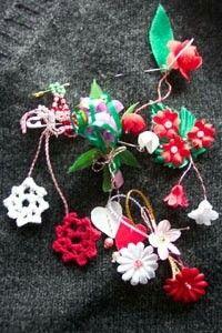 Christmas Ornaments, Holiday Decor, Happy, Christmas Jewelry, Ser Feliz, Christmas Decorations, Christmas Decor, Being Happy
