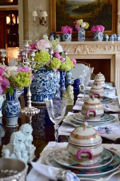 An enchanted afternoon. - The Enchanted Home Blue And White China, New Blue, Dresser La Table, Enchanted Home, Beautiful Table Settings, Festa Party, Chinoiserie Chic, White Rooms, Decoration Table