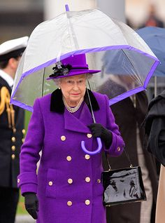 - Photo - Members of the royal family including Prince William and Kate Middleton have all inherited the Queen's love of Fulton Umbrellas Queen Love, Save The Queen, Royal Queen, Queen Fashion, Royal Fashion, Vanity Fair, Windsor, Adele, Edinburgh
