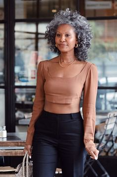 6 Classic Wardrobe Essentials That Will Always Look Chic Curly Hair Styles, Natural Hair Styles, Natural Hair Twists, Grey Hair Inspiration, Classic Wardrobe, Perfect Wardrobe, Looks Black, Ageless Beauty, My Black Is Beautiful
