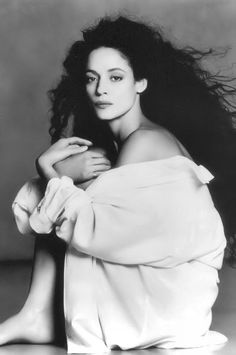 Sonia Braga by Greg Gorman, LA. We used to watch Dancing Days dubbed in Italian when we went to Italy on holiday. Yes, we had time to watch TV too :) Black White Photos, Black And White Photography, Fotografia Pb, Sonia Braga, Dancing Day, Actor Photo, Celebrity Portraits, Portrait Photographers, Photography Poses