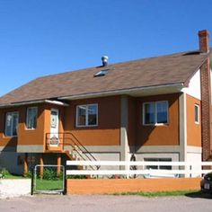 Pension B&B Dodeman Just 15 minutes walk from Saint-Pierre town centre this B&B in Saint-Pierre and Miquelon offers a non-smoking environment. Free Wi-Fi is available in all rooms. Triple Room, St Pierre And Miquelon, Restaurant Reservations, Large Bathrooms, Weekend Breaks, Out Of This World, B & B, Lodges, Wi Fi