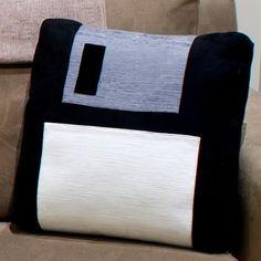 Almofada de disquete (so cute) ^^ #Geek