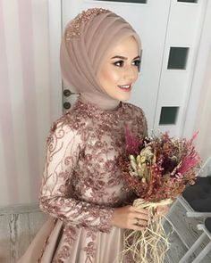 For sharing doyamadm gelinimiz elifin nian photo Wedding Looks, Bridal Looks, Bridal Hijab Styles, Wedding Abaya, Dress Wedding, Simple Hijab, Kardashian, Jessica Parker, Hijab Dress