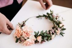 Easy DIY Flower Crown - Beautiful Inspiration and The Best Tutorials - Victoria Millesime Flower crowns are a super popular choice among brides today. Here I show you some incredible inspiration and some of the best DIY Flower Crown tutorials. Flower Crown Tutorial, Diy Flower Crown, Diy Crown, Flower Crown Wedding, Wedding Headband, Diy Flowers, Fresh Flowers, Wedding Flowers, Bridesmaid Flower Crowns