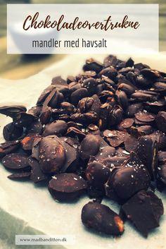 Chokoladeovertrukne mandler med havsalt - lækker og sund snack. Opskrift her: