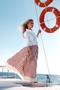 Stripes Fashion, White Fashion, Rock Dress, Yachting Club, Joanna Halpin, Estilo Navy, Look 2017, Cool Outfits, Summer Outfits