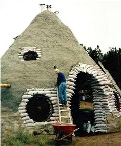 Earthbag Construction - Earthbag construction involves stacking earthbags and applying plaster. Learn about earthbag construction and see pictures of earthbag construction. Cob Building, Green Building, Sustainable Architecture, Residential Architecture, Architecture Design, Old Abandoned Houses, Old Houses, Earth Bag, Old Mansions