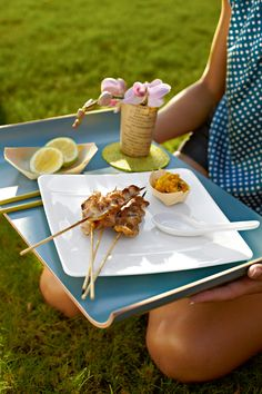 Asie na talíři Modern Grace - na www. Modern, Mugs, Dishes, Dish Sets, Elegance Fashion, Style, Asia, Trendy Tree