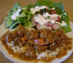 Gulasz wieprzowy mojej mamy wyśmienity Anullka Keto Recipes, Dinner Recipes, Cooking Recipes, Polish Recipes, Polish Food, Keto Diet For Beginners, Pork, Food And Drink, Tasty