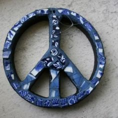 Mosaic Peace Sign Wall Hanging, Broken China Mosaic, Pique Assiette, Blue - 4 Inches