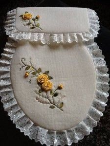 This Pin was discovered by che Silk Ribbon Embroidery, Embroidery Stitches, Embroidery Patterns, Hand Embroidery, Sewing Patterns, Bathroom Crafts, Bathroom Sets, Sewing Crafts, Sewing Projects