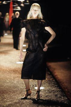 Alexander McQueen Fall 1998 Ready-to-Wear Fashion Show Collection Alexander Mcqueen Couture, Alexander Mcqueen Dresses, Become A Fashion Designer, Fashion Show Collection, Dark Fashion, Fall Dresses, Timeless Fashion, Dress Making, Ready To Wear