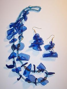 recycled parure in pet Plastic Bottle Crafts, Plastic Jewelry, Plastic Bottles, Recycled Jewelry, Recycled Crafts, Bead Crafts, Jewelry Crafts, Bottle Jewelry, Wire Jewelry Designs