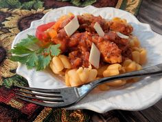 This quick and easy recipe makes a budget-friendly skillet of colorful bell peppers, jarred red sauce, and chicken breast served over pasta. Pasta Side Dishes, Pasta Sides, Easy Pasta Recipes, Chicken Recipes, Healthy Recipes, Garlic Chicken Pasta, Mediterranean Recipes, International Recipes, How To Cook Pasta