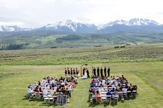 A ceremony with a stunning Rocky Mountain view in Silverthorne, Colorado. Image: sarahroshan.com