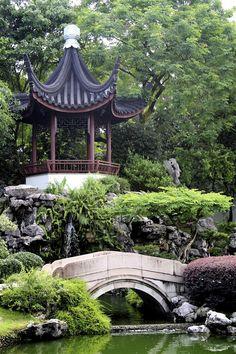 GAZEBO IN CHINESE GARDENS