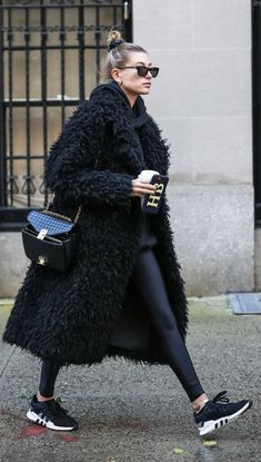 November Hailey Baldwin Bieber leaving A. Joshua Zimm MD PC Facial Plastic Surgery Office in New York. November Hailey Baldwin Bieber leaving A. Joshua Zimm MD PC Facial Plastic Surgery Office in New York. Winter Outfits For Teen Girls, Winter Fashion Outfits, Fall Winter Outfits, Look Fashion, Autumn Winter Fashion, Womens Fashion, Fashion 2020, Minimal Fashion Style, Winter Fashion Women