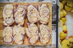 Schab pieczony w plastrach - Poezja smaku Plaster, Sausage, Stuffed Mushrooms, Meat, Vegetables, Food, Kitchen, Plastering, Beef