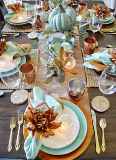 Dining Delight: Eucalyptus and Copper Fall Tablescape Dining Delight: Eucalyptus and Copper Fall Tablescape Thanksgiving Tablescapes, Thanksgiving Decorations, Fall Home Decor, Autumn Home, Table Turquoise, Deco Table, Decoration Table, Dinner Plates, Dishes